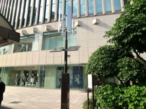 032有楽町太陽電池式街灯全景